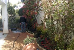 Κατά τη διάρκεια της κατασκευής του κήπου